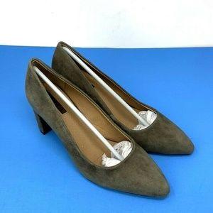 Tahari Tallie Block Heel Pumps Size 5.5